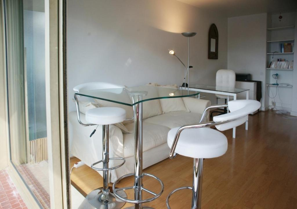 Apartment richard lenoir 2 adults paris book your for Hotel boulevard richard lenoir paris