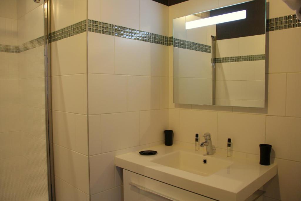 Appartement appart 39 fleurieu locations de vacances lyon - Ustensiles de cuisine lyon ...