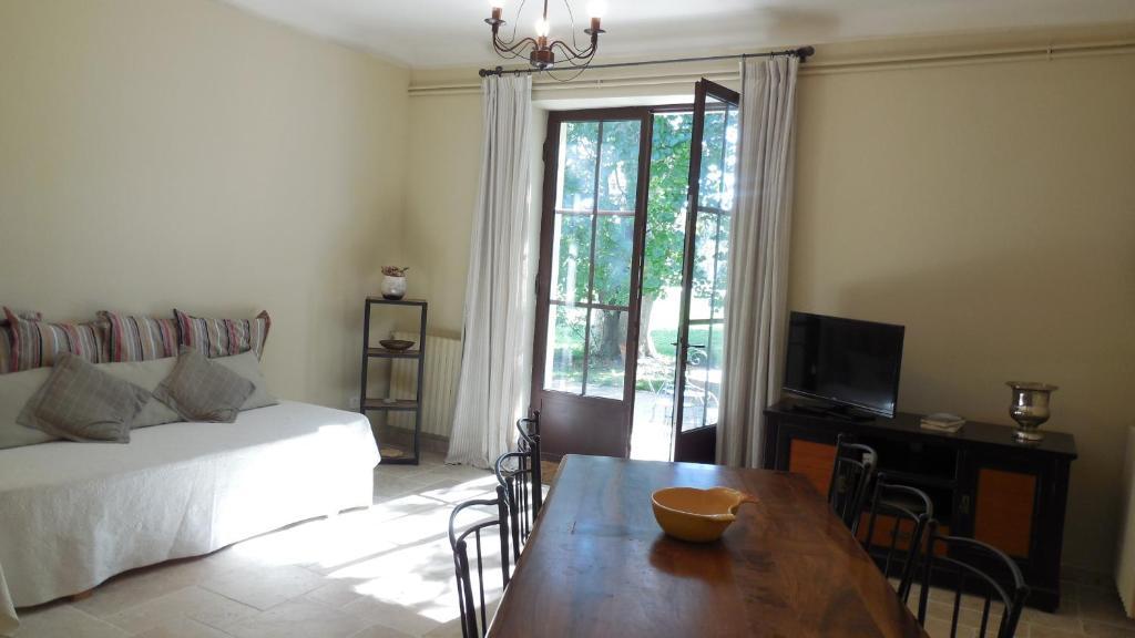 Chambres d 39 h tes domaine de rochegude chambres d 39 h tes for Avignon chambre d hotes