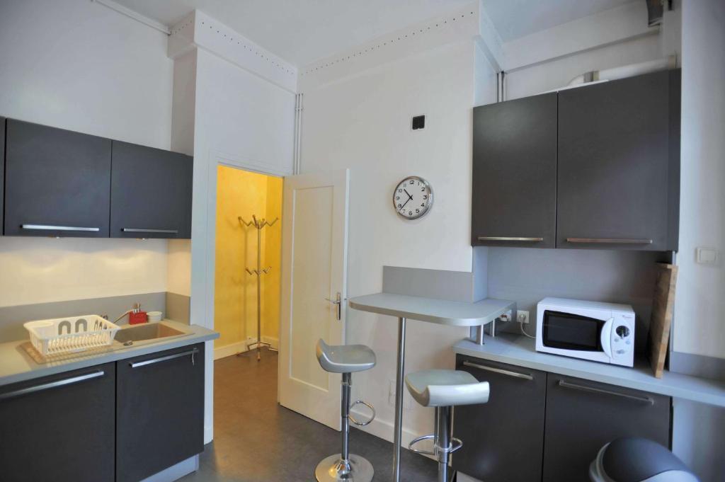 Appartement appart 39 chenas locations de vacances lyon - Ustensiles de cuisine lyon ...