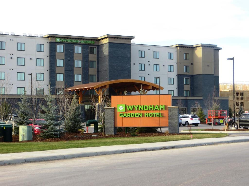 wyndham garden calgary airport calgary book your hotel with viamichelin