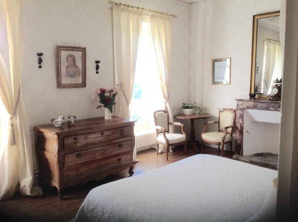 Chateau d 39 yseron chambres d 39 h tes vallet - Chambres d hotes chateau d olonne ...