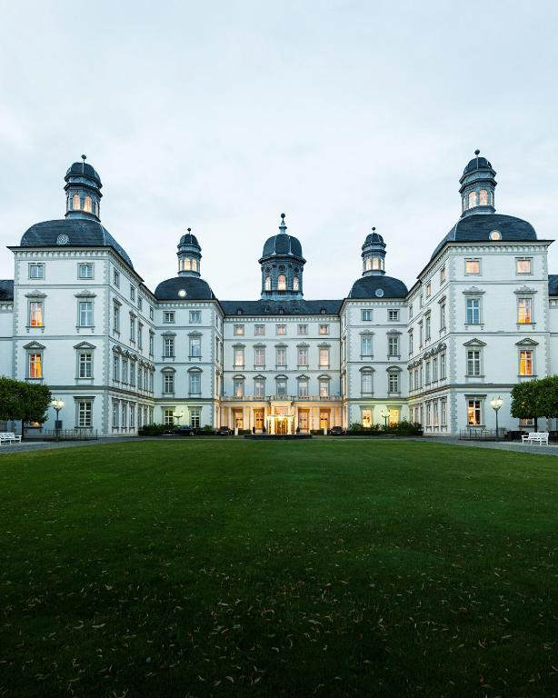 althoff grandhotel schloss bensberg bergisch gladbach book your hotel with viamichelin. Black Bedroom Furniture Sets. Home Design Ideas