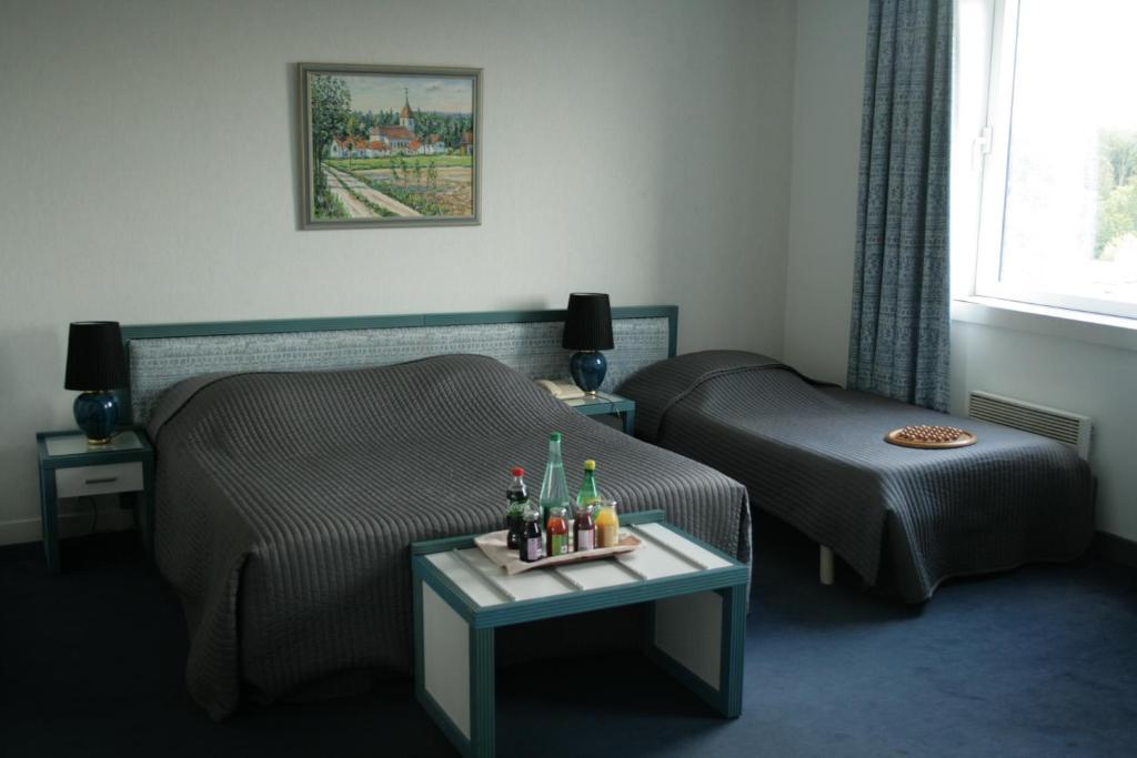 Hotel de la tour fouvent saint andoche book your hotel for 70180 dampierre sur salon