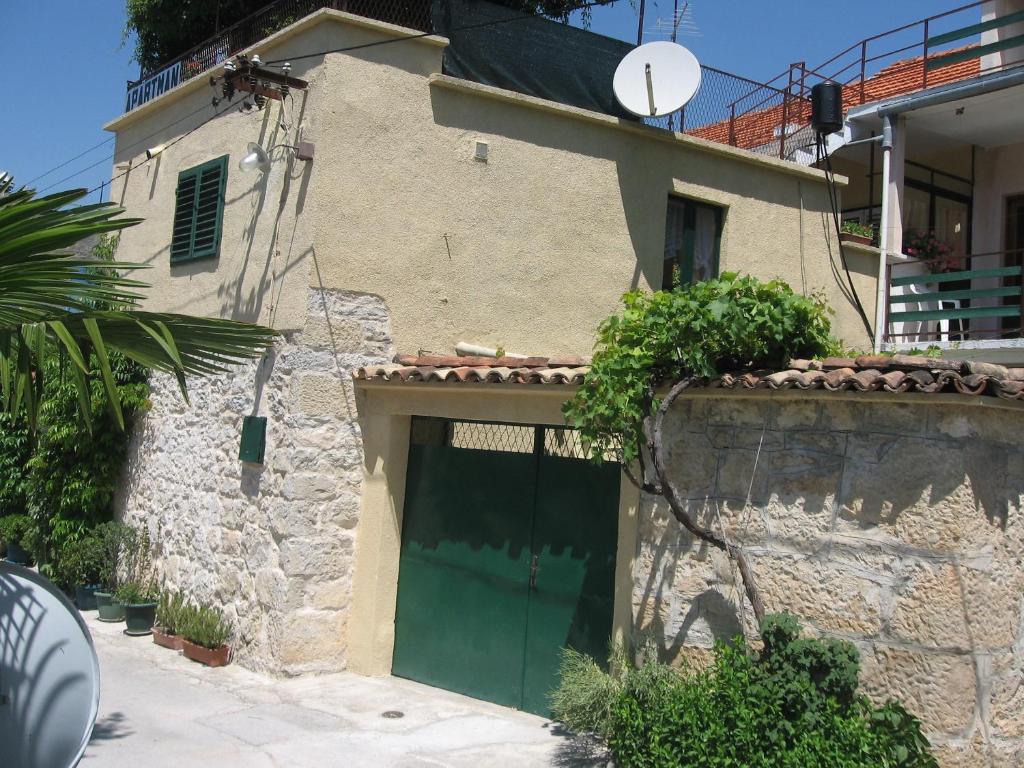 Apartments darinka skradin prenotazione on line for Piani patio gratuiti