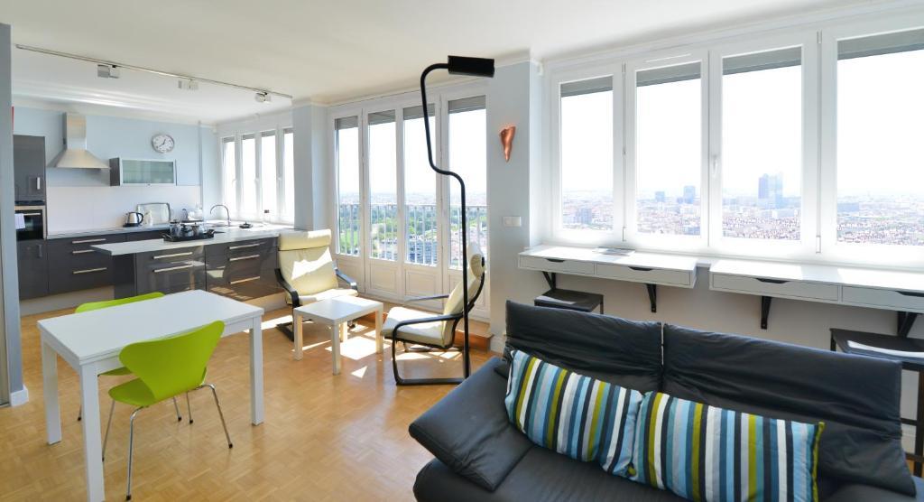 appartement appart 39 belvedere locations de vacances lyon. Black Bedroom Furniture Sets. Home Design Ideas