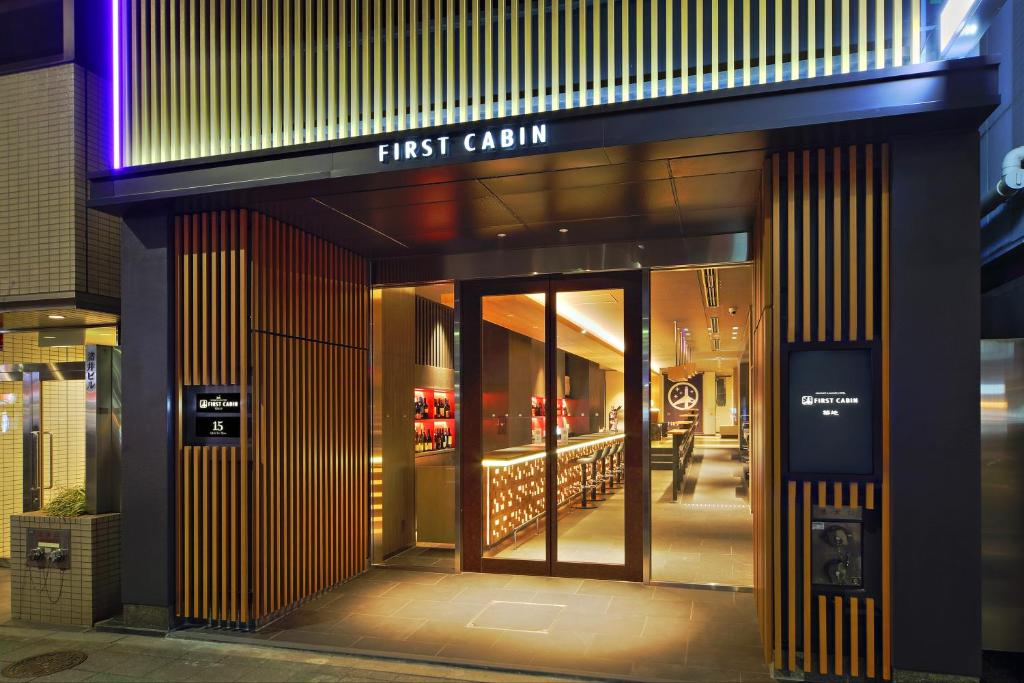 First cabin tsukiji tokyo book your hotel with viamichelin for Cabin hotel tokyo