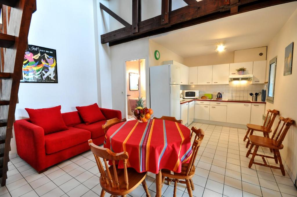 Apartments r sidence d 39 aquitaine apartments in vieux for Appart hotel hossegor