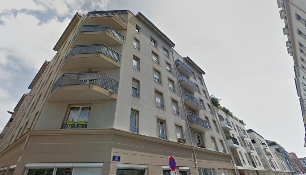 Apartment appart 39 turbil lyon france for Appart hotel lyon 9eme