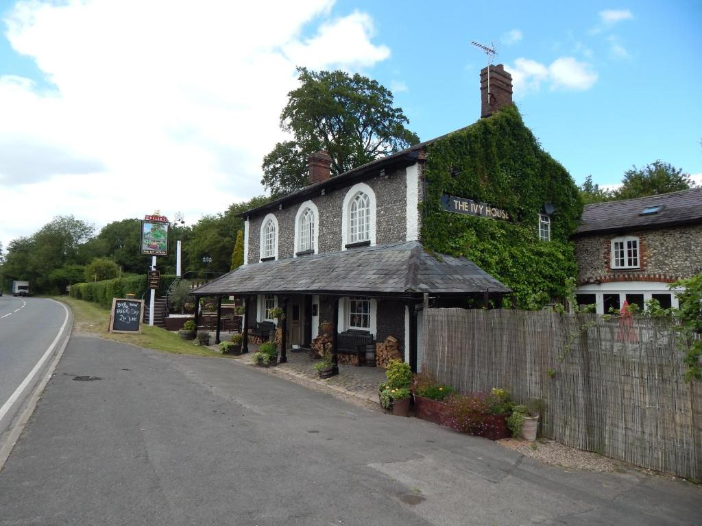 The ivy house high wycombe online booking viamichelin for The ivy house