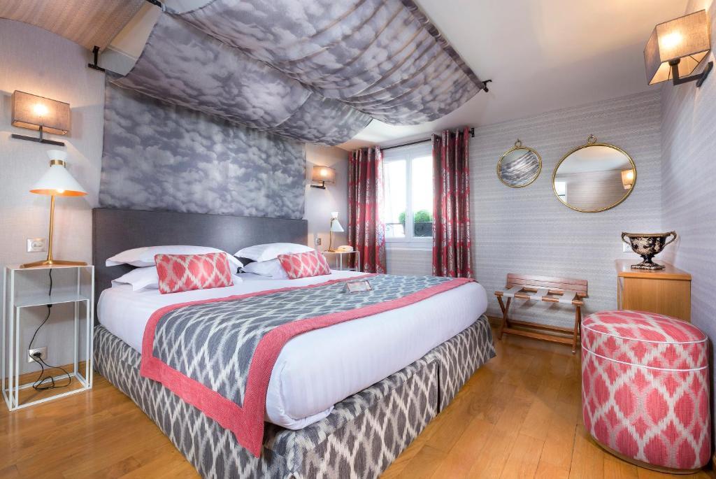 Dauphine saint germain paris online booking viamichelin for Seven hotel paris booking