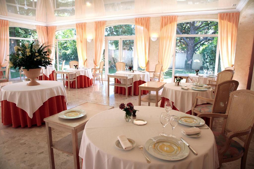 Hotel relais du silence le mas du soleil salon de provence for B b hotel salon de provence