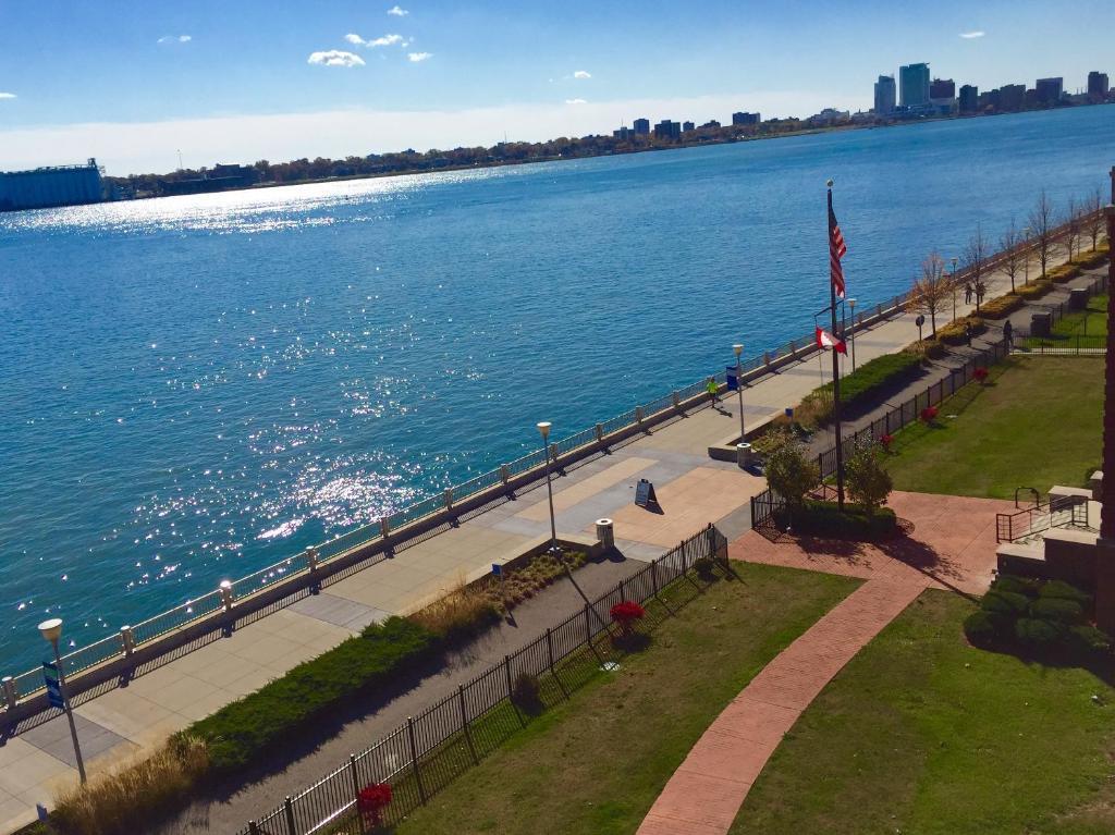 Roberts Riverwalk Urban Resort Hotel Detroit