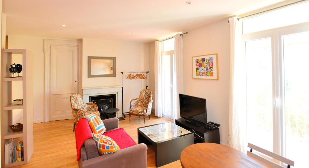 Appartement appart 39 terrasse locations de vacances lyon - Ustensiles de cuisine lyon ...