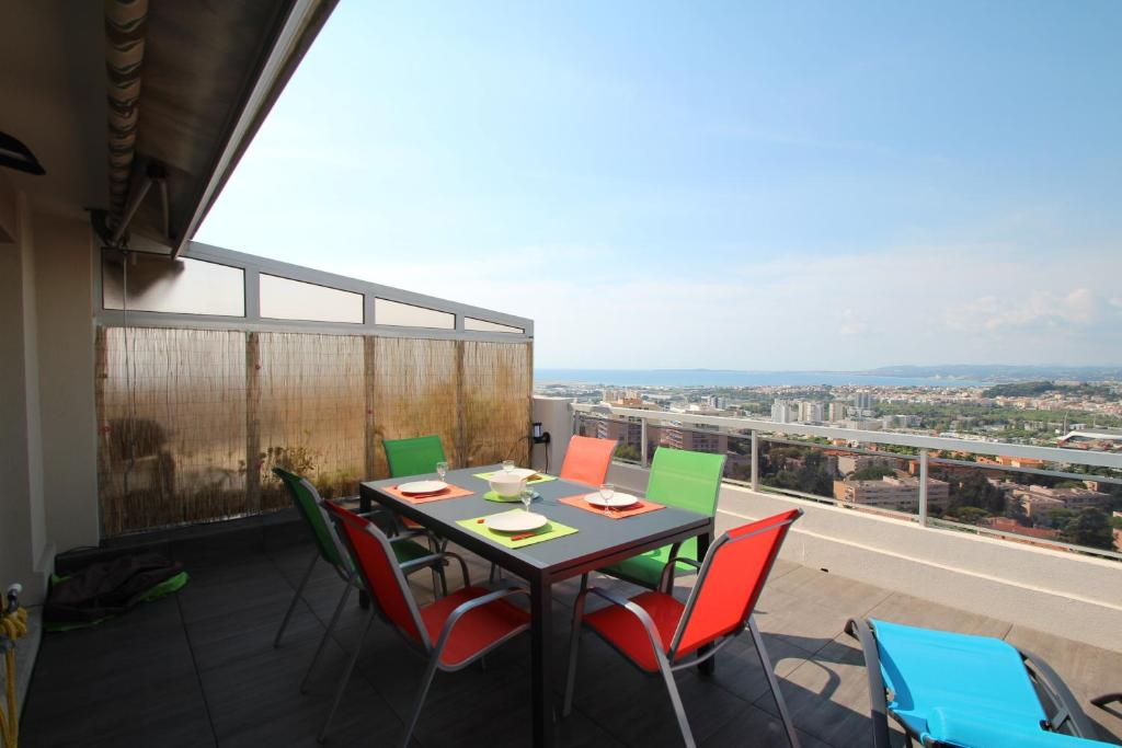 Apartment penthouse residence piscine apartment in nice for Cash piscine 64 idron