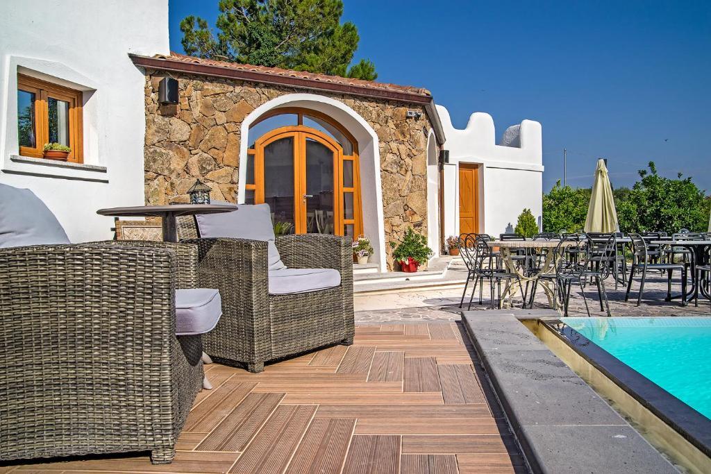 Il giardino degli aranci thiesi book your hotel with - Hotel giardino degli aranci ...