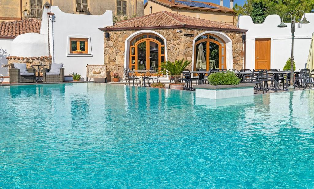 Il giardino degli aranci thiesi reserva tu hotel con - Hotel giardino degli aranci ...