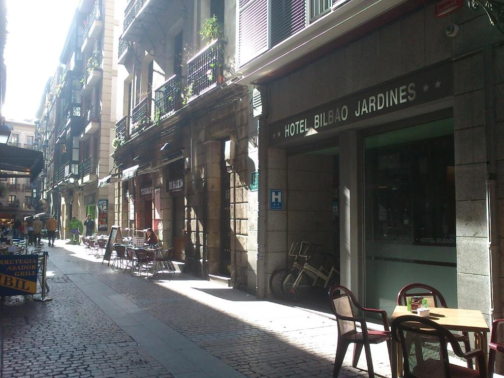 Hotel bilbao jardines bilbao online booking viamichelin for Jardines 4 bilbao