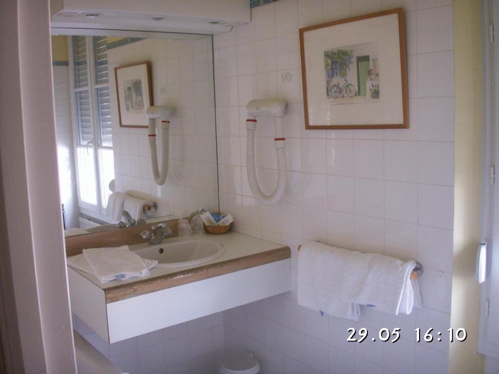 Hotel Restaurant Blanche De Castille Bleneau