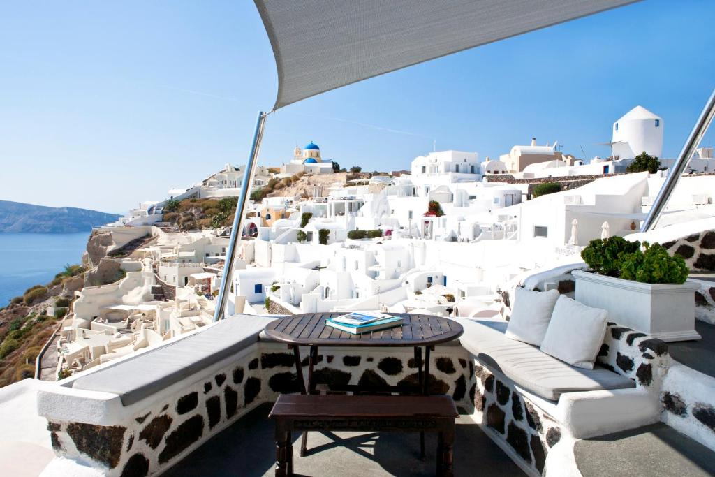 Alexander 39 s boutique hotel fir book your hotel with for Boutique hotel oia
