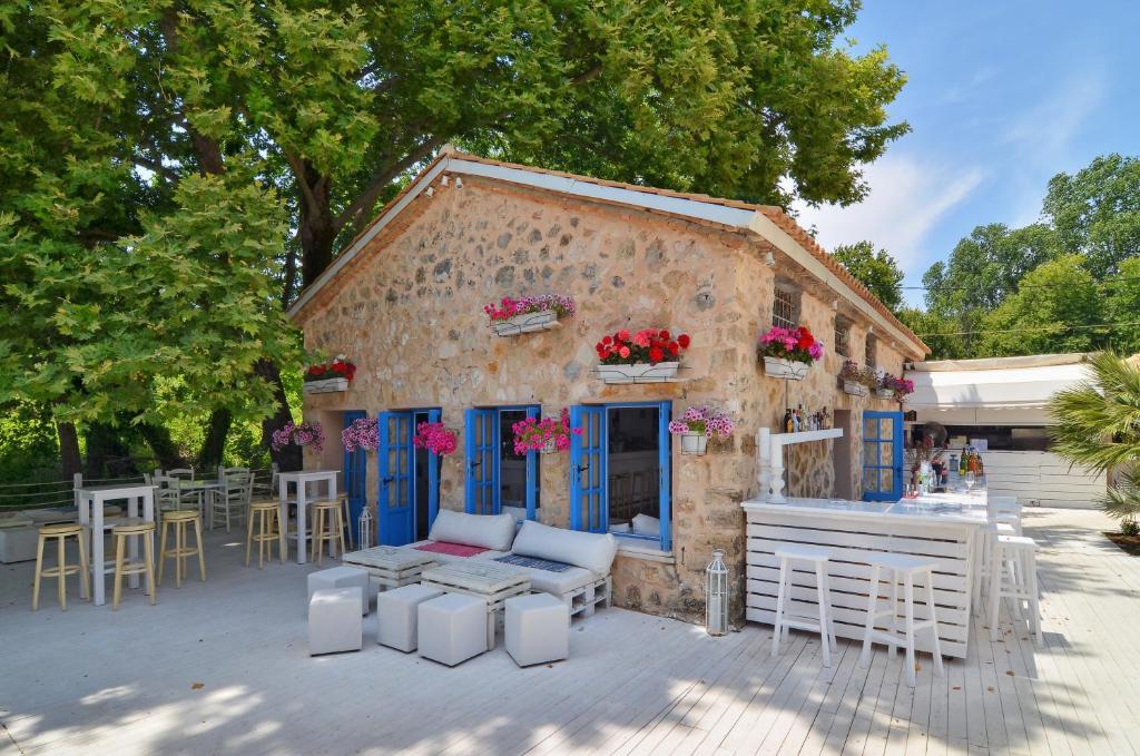 Valtos Beach Restaurants
