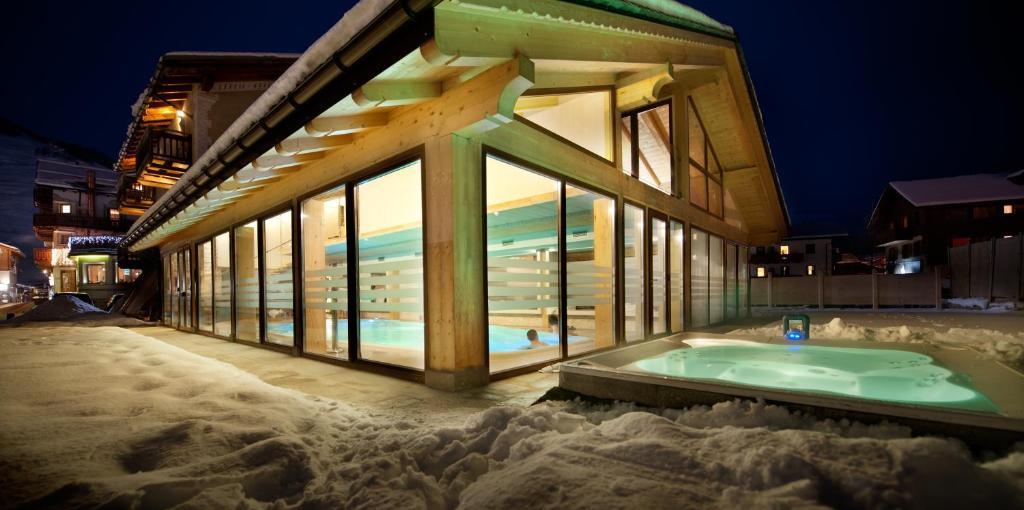 Hotel bivio livigno prenotazione on line viamichelin - Livigno hotel con piscina ...