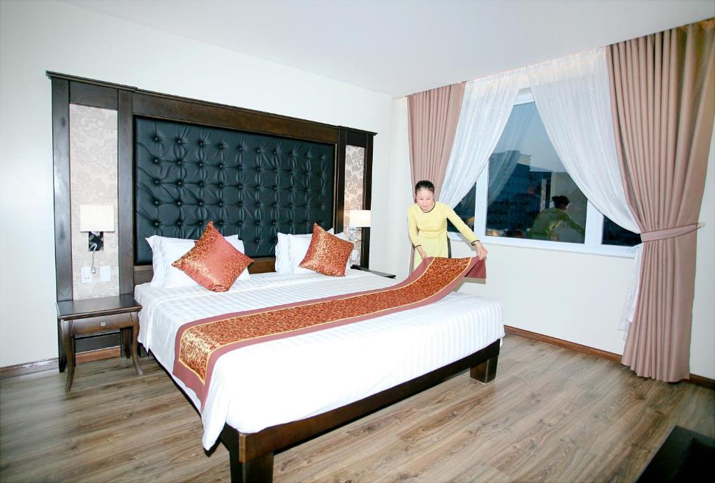 Giường trong phòng chung tại Ha Long Park Hotel
