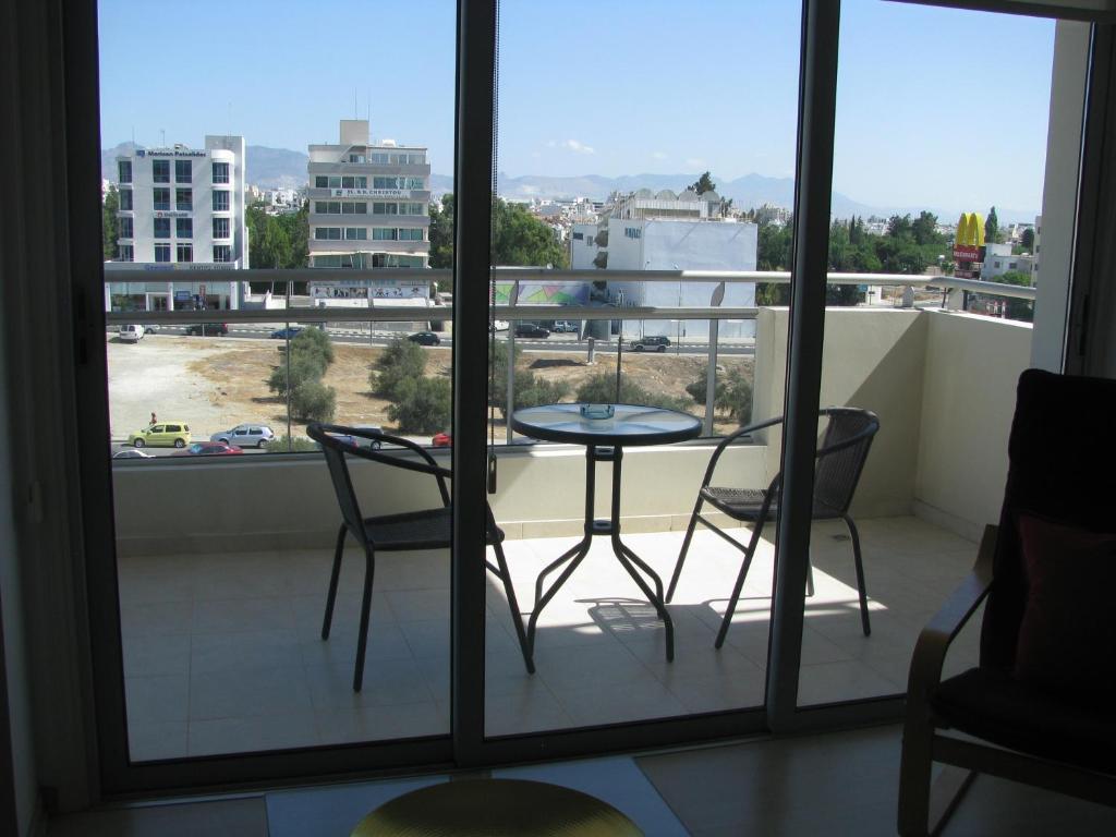 Nicosia suites nicosia book your hotel with viamichelin for Balcony nicosia