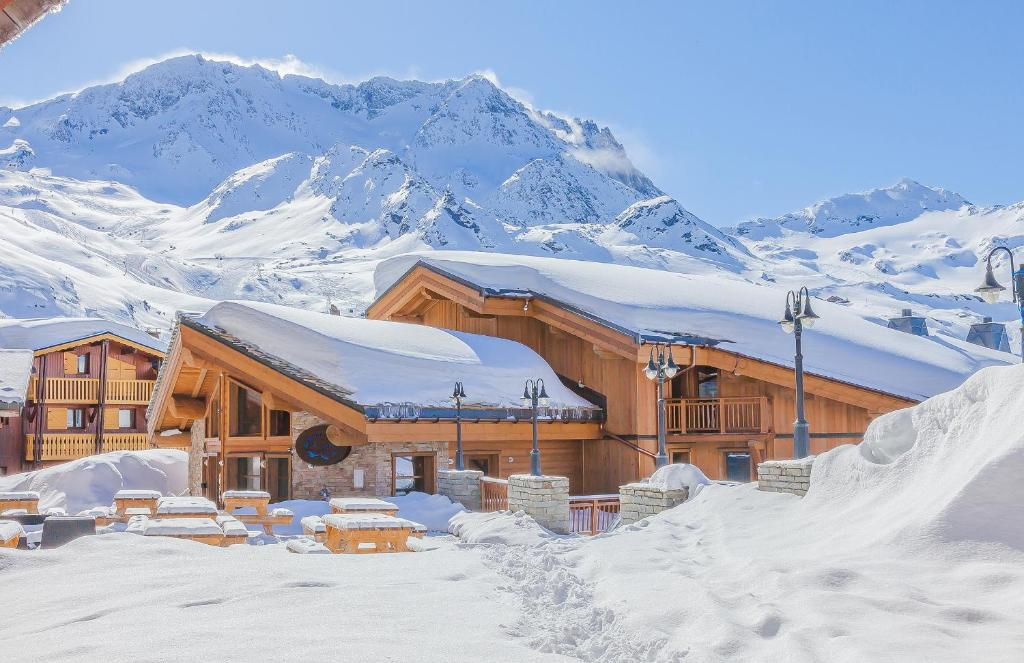 Les balcons platinium locations de vacances val thorens for Piscine val thorens