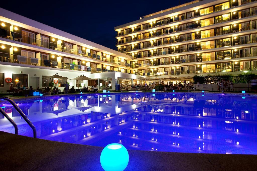 Hotel anabel lloret de mar reserva tu hotel con viamichelin for Piscina lloret