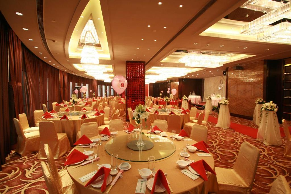 Find The Nearest Restaurant To Greenland Jiulong Hotel In Shanghai