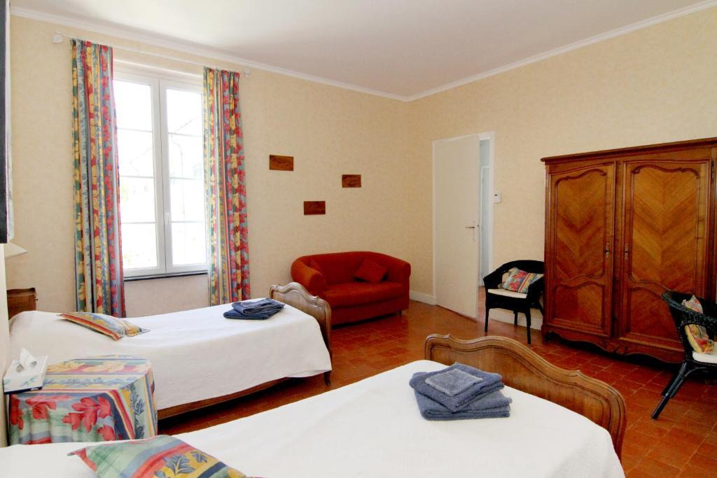 chambres d 39 h tes les volets bleus chambres d 39 h tes sall les d 39 aude. Black Bedroom Furniture Sets. Home Design Ideas