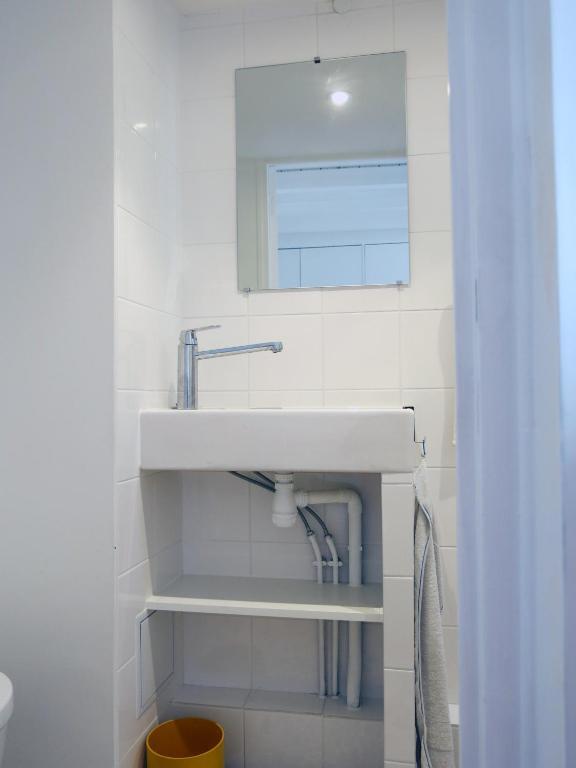 Appartement mini loft roquette locations de vacances paris - Mini seche linge appartement ...