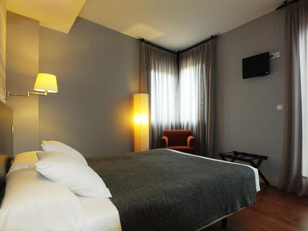 Hotel puerta del arco tudela de duero reserva tu hotel - Hotel puerta del arco ...