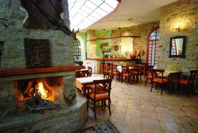 Hotel Elvetia, Restaurant/places to eat
