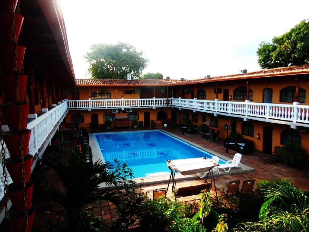 Hotel cordoba granada reserva tu hotel con viamichelin for Hotel con piscina en cordoba