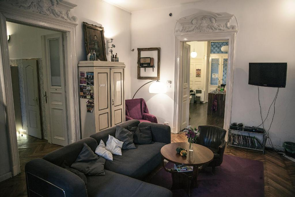 Baroque hostel budapest book your hotel with viamichelin for Baroque hotel