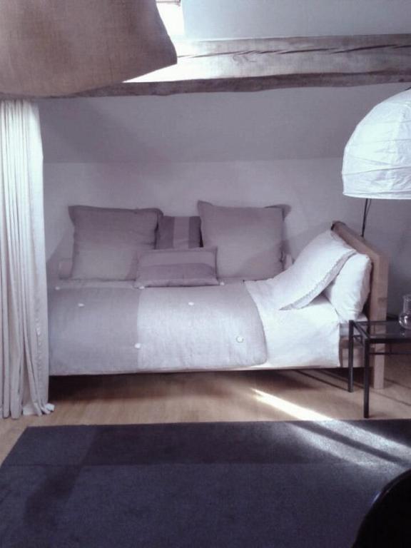 chambre d 39 h tes du lac de fug res chambre d 39 h tes le puy en velay. Black Bedroom Furniture Sets. Home Design Ideas