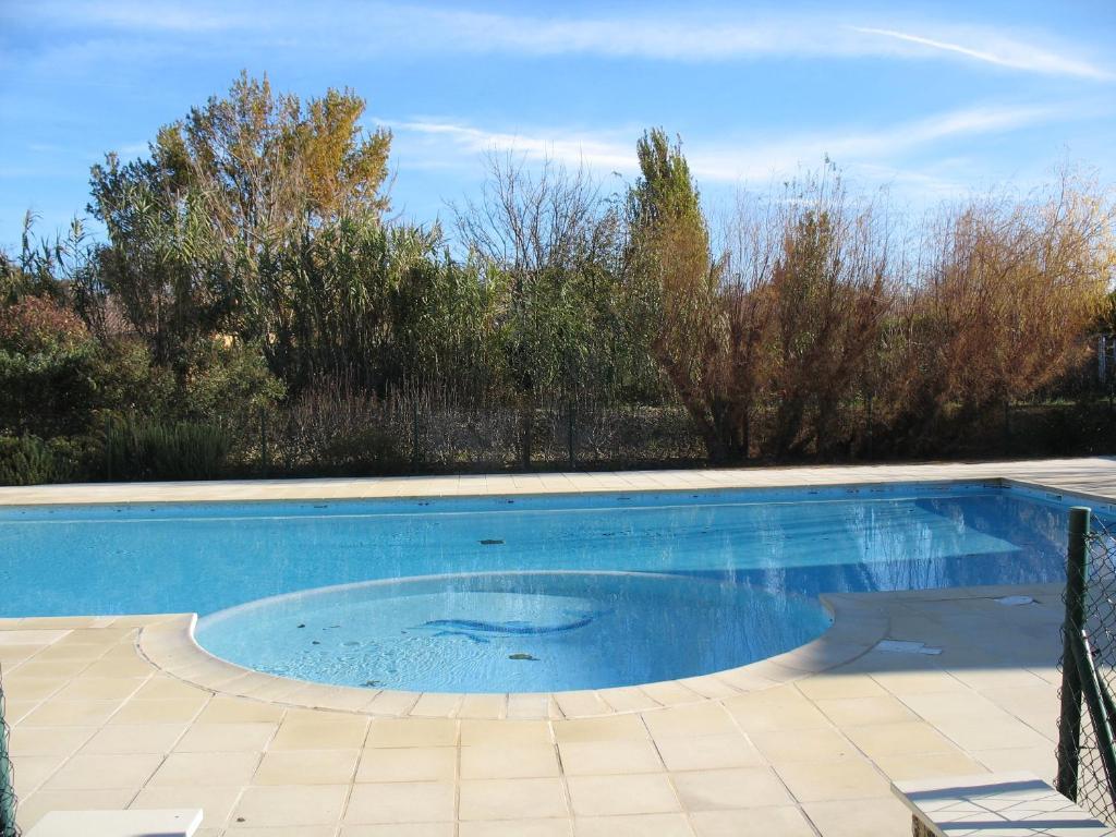 La proven ale g te vaison la romaine dans le vaucluse 84 - Hotel vaison la romaine piscine ...