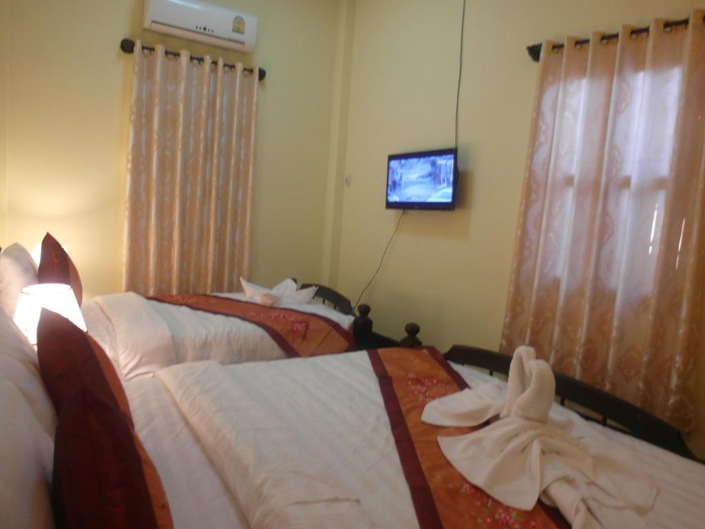 Cama ou camas em um quarto em Kinnaly Place House