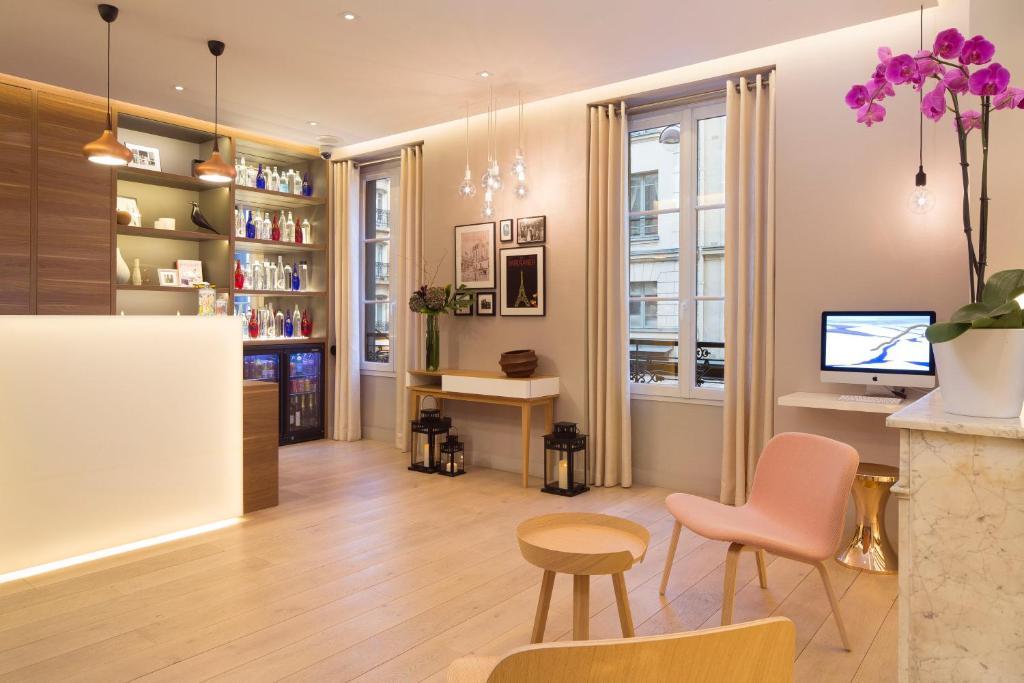 Cler hotel par s reserva tu hotel con viamichelin for Cler hotel paris