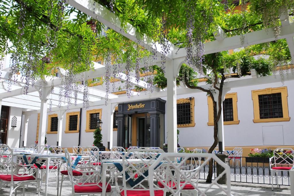 Romantik hotel zehntkeller iphofen informationen und for Romantik hotel