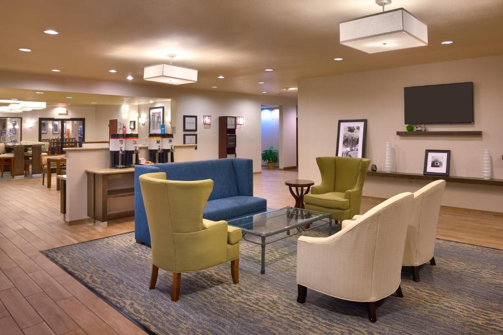 Hampton inn irvine east lake forest foothill ranch for Moderni progetti di ranch