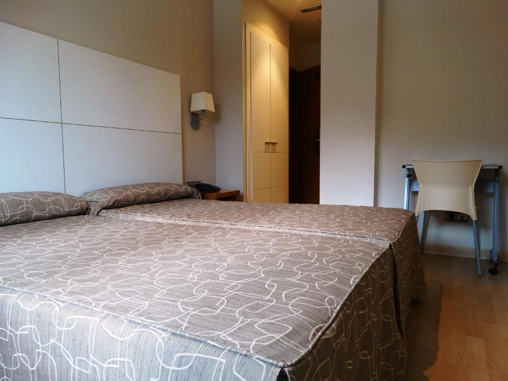 chambres d 39 h tes hostal penalty chambres d 39 h tes valence. Black Bedroom Furniture Sets. Home Design Ideas