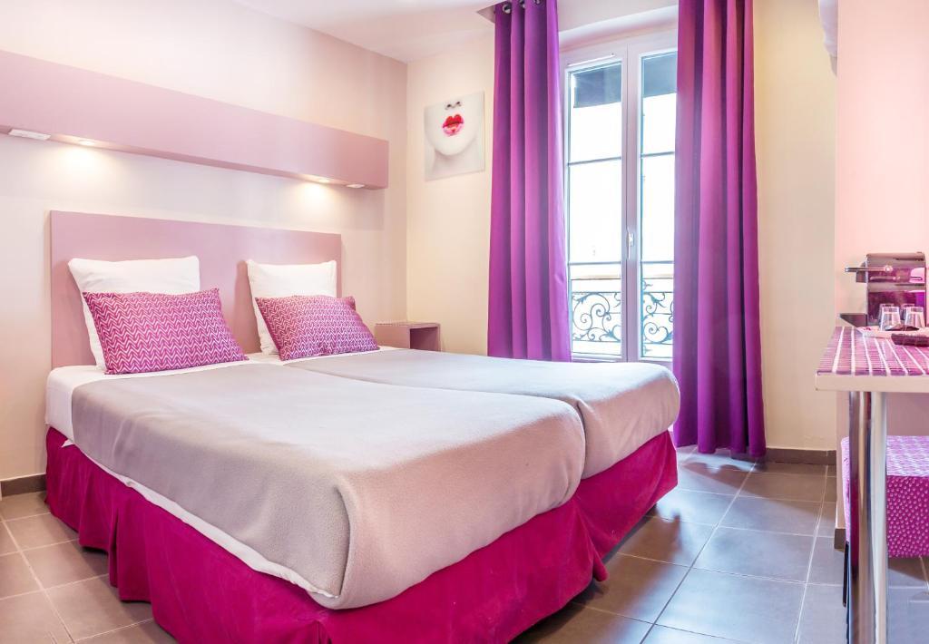 Pink hotel paris online booking viamichelin for Booking paris hotel
