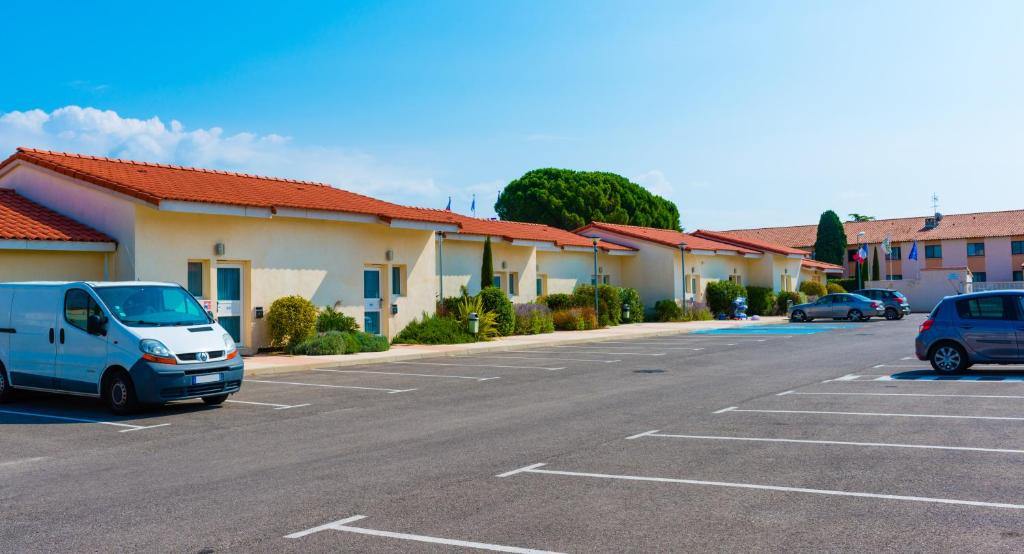 Allotel fos sur mer book your hotel with viamichelin for Piscine fos sur mer