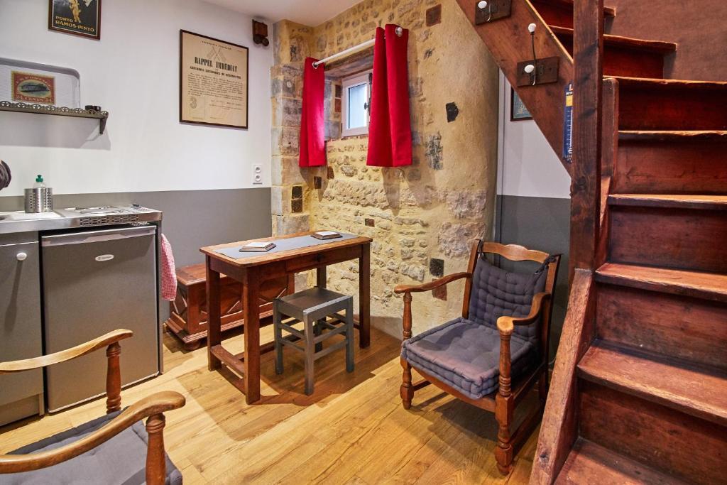 La plus petite maison de france bayeux book your hotel for A la maison furniture