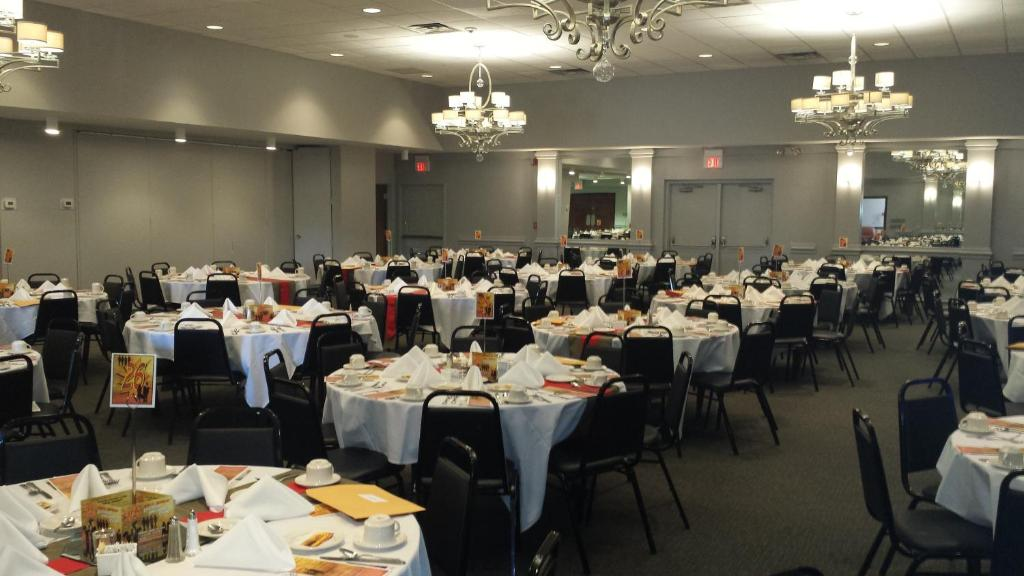 Garden Hotel And Conference Center South Beloit Book Your Hotel With Viamichelin