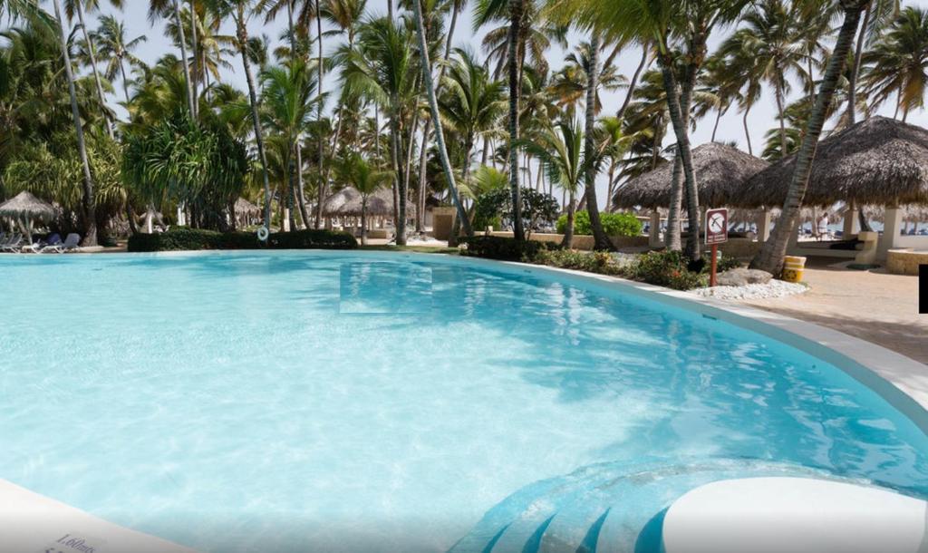 La pileta dentro o cerca de Suites at Caribe Bavaro Beach Resort and Spa