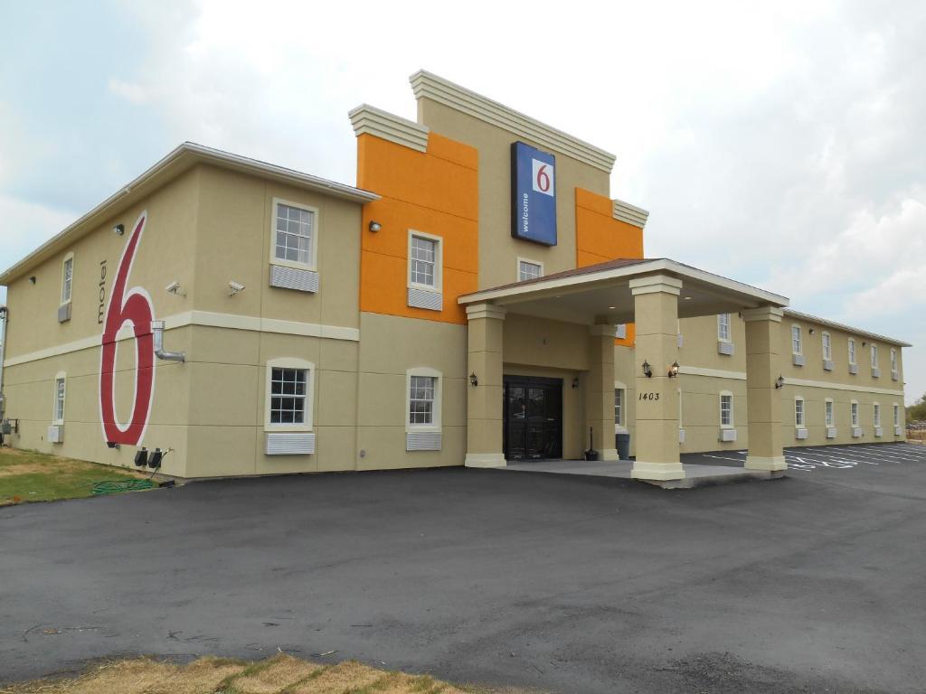 Motel  Pleasanton